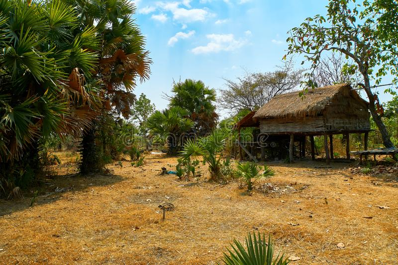 Casa abandonada de la choza en desierto al norte de Kratie, Camboya imágenes de archivo libres de regalías