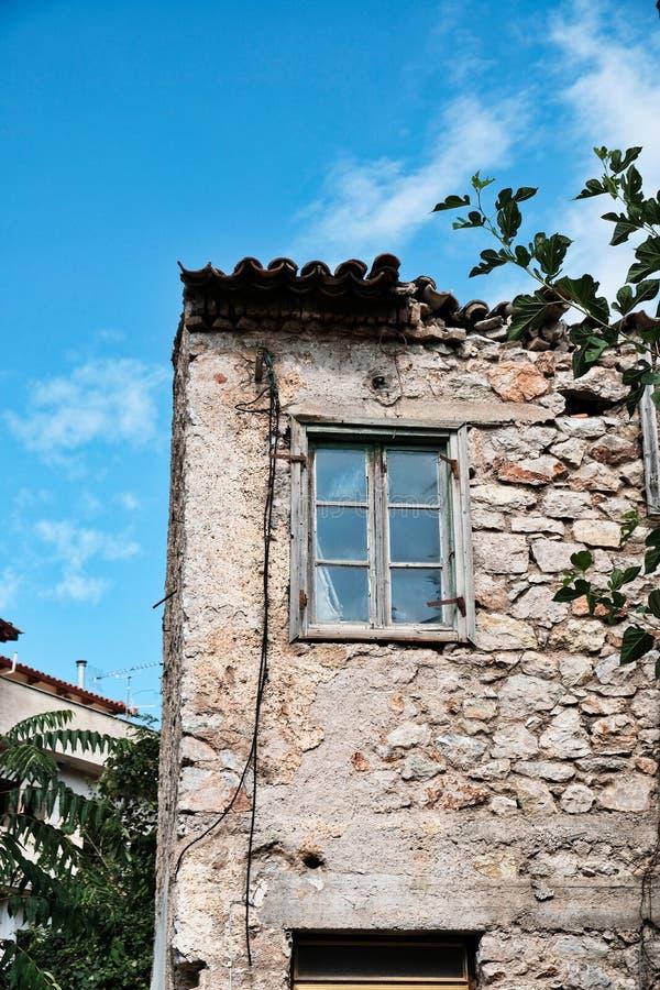 Casa abandonada do almofariz da pedra e da lama, Grécia imagens de stock