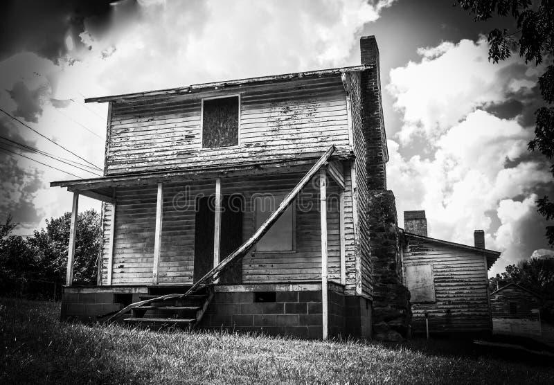 Casa abandonada do trabalhador do moinho na vila do moinho de algodão de Oakdale fotografia de stock royalty free
