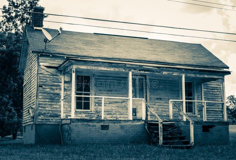 Casa abandonada do trabalhador do moinho na vila do moinho de algodão de Oakdale fotografia de stock
