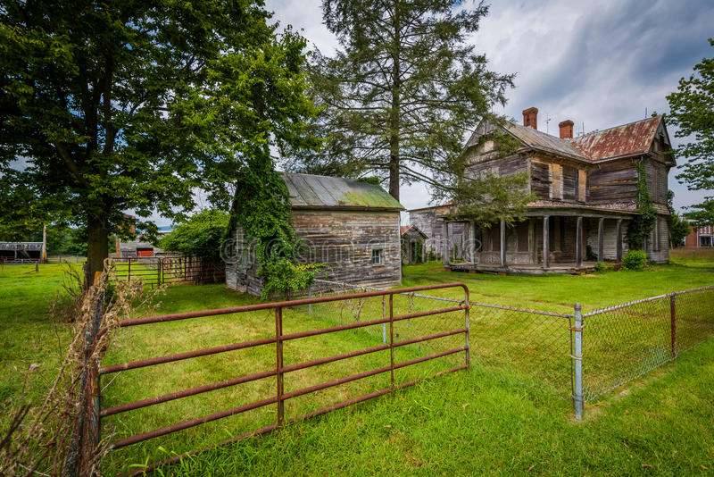 Casa abandonada em Elkton, no Shenandoah Valley de Virgínia imagem de stock
