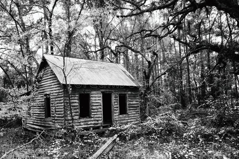 Casa abandonada espeluznante fotos de archivo
