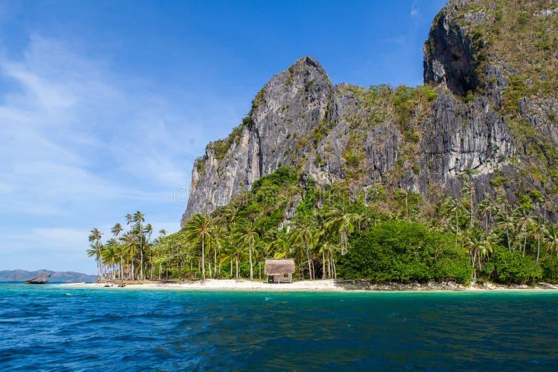 Casa abandonada na ilha do paraíso imagens de stock royalty free