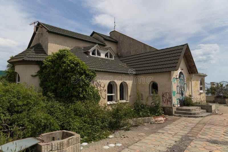 Casa abandonada Novorossiysk Rússia 13 05 2017 fotos de stock royalty free