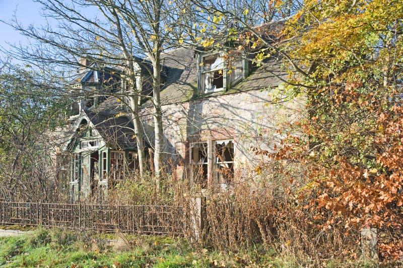 Casa abbandonata abbandonata. fotografie stock libere da diritti