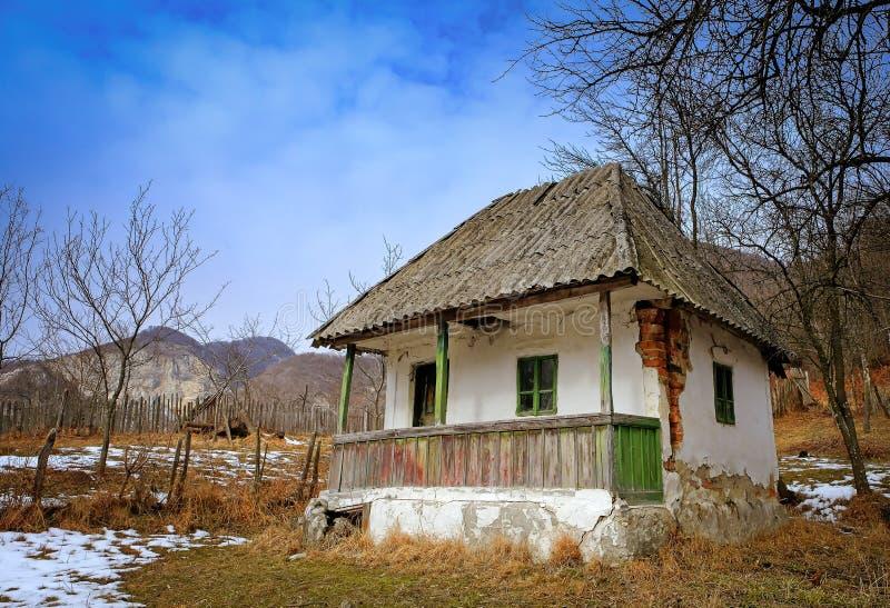 Casa abbandonata in campagna immagini stock libere da diritti
