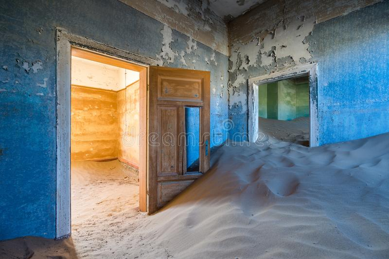 Casa abbandonata in Kolmanskop, Namibia fotografia stock