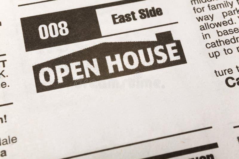 Casa aberta de anúncio classific fotografia de stock