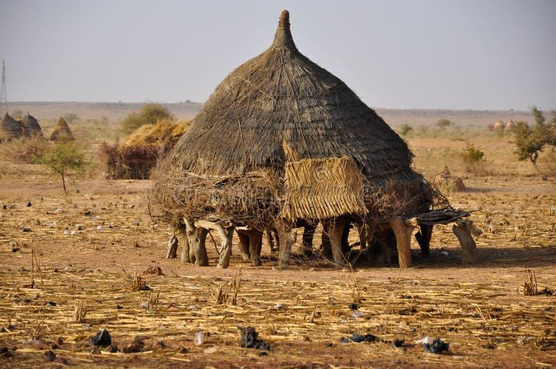 Casa africana de la aldea en Niger imagenes de archivo