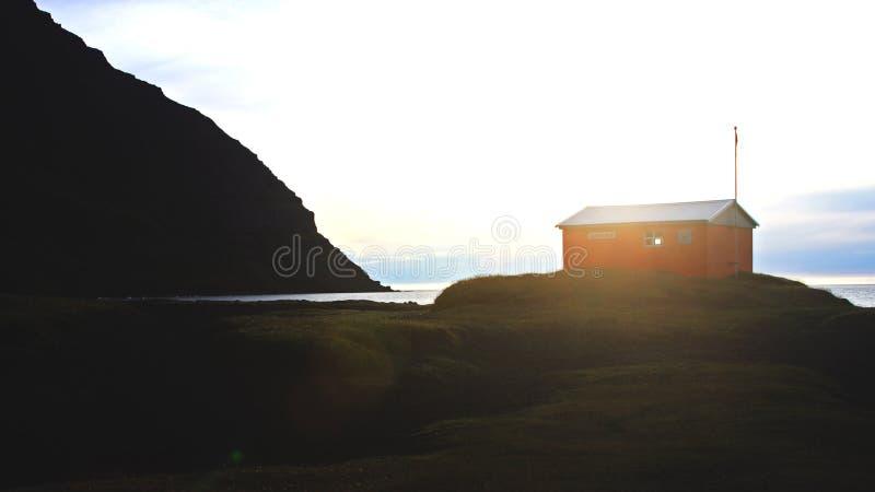 Casa aislada en Westfjords Islandia imágenes de archivo libres de regalías