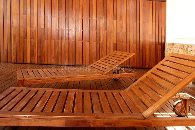 Casa al aire libre de la hamaca de madera de oro del balneario fotos de archivo