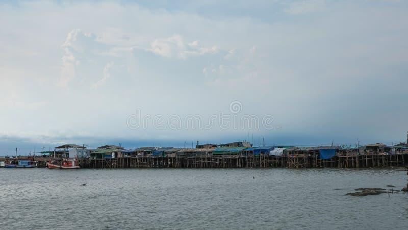 Casa al lado del puerto fotos de archivo