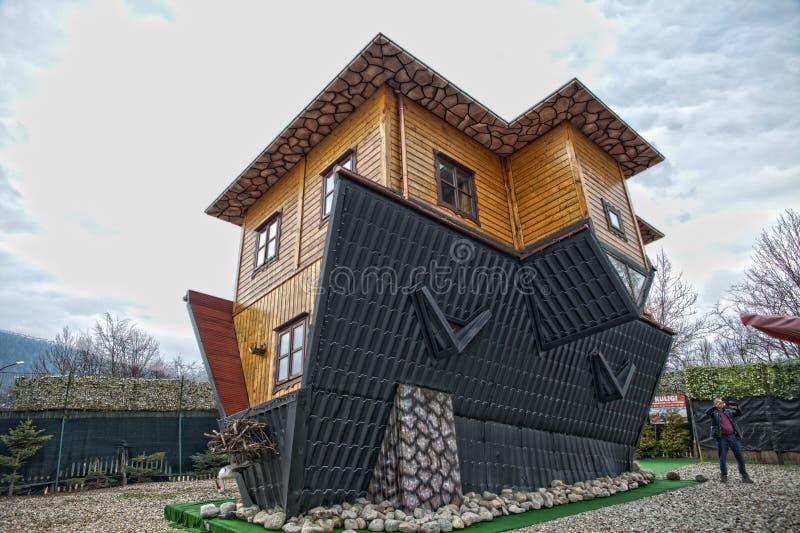 Casa al revés de la atracción en Zakopane fotografía de archivo