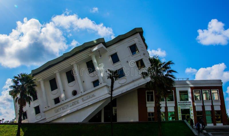 Casa al revés en Batumi foto de archivo