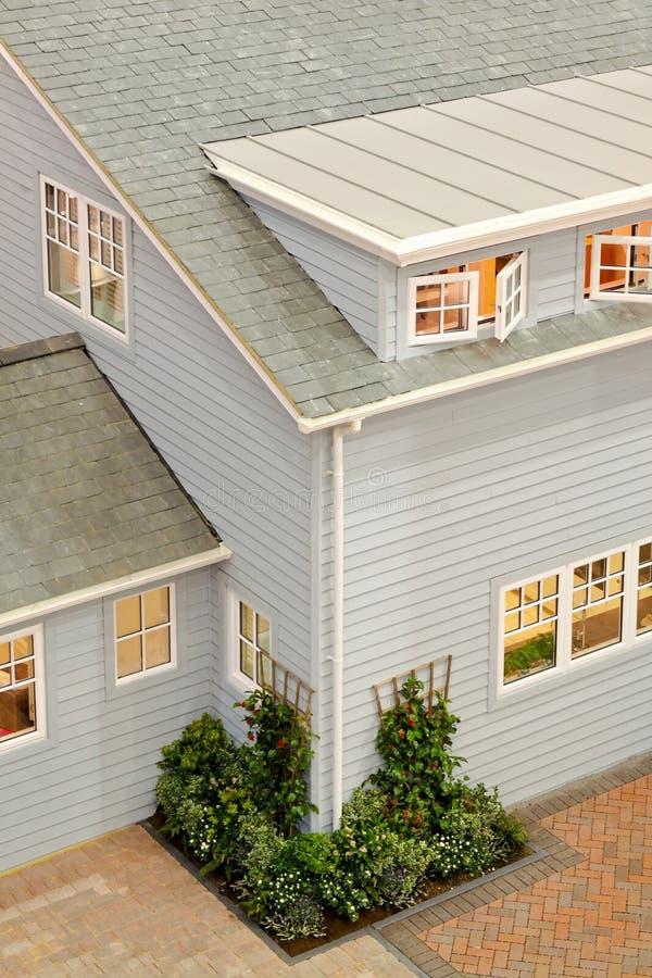 Casa americana fotografia stock immagine di casa esterno for Piani di casa in stile tradizionale