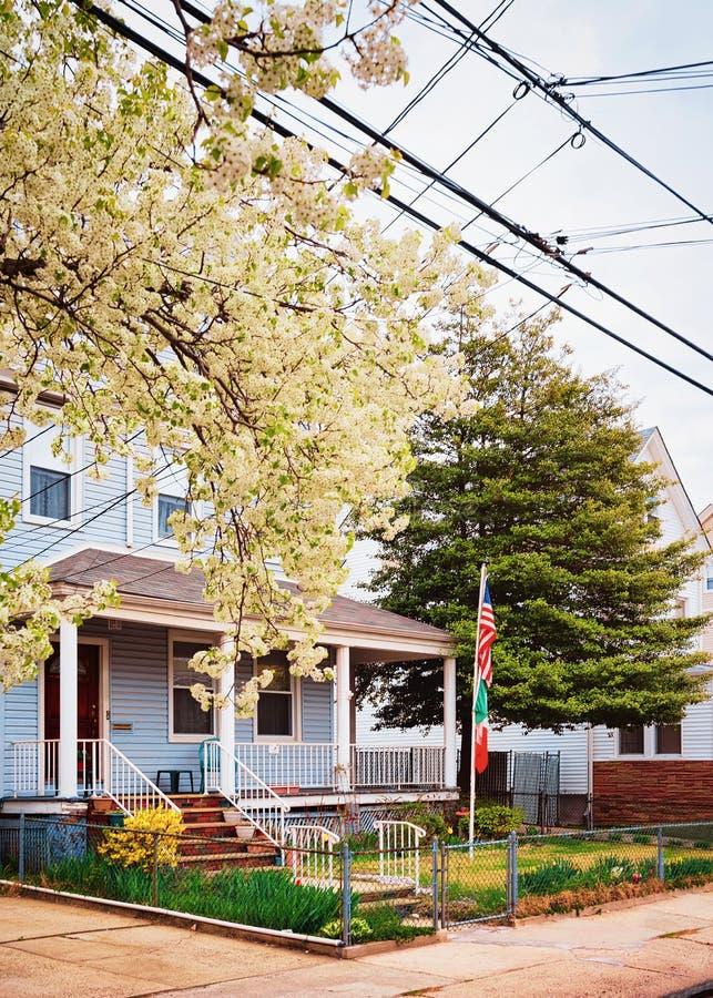 Casa americana tipica in via del New Jersey fotografie stock