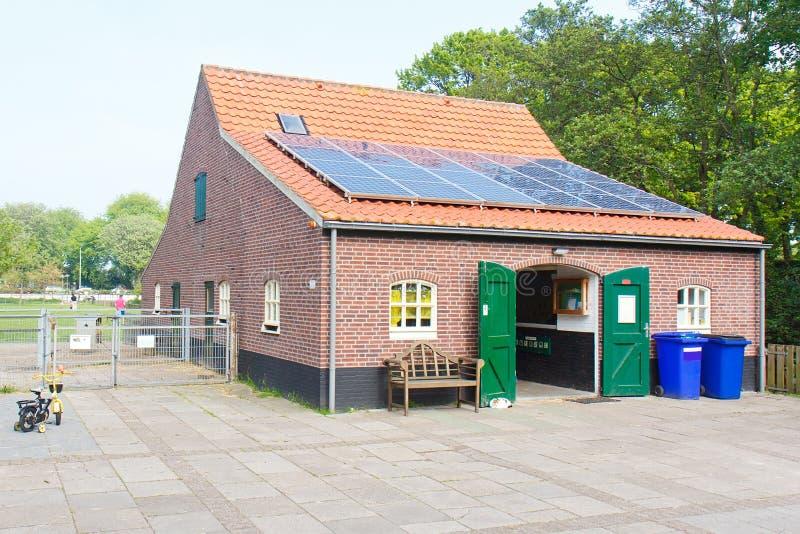 Casa amigável de Eco fotografia de stock