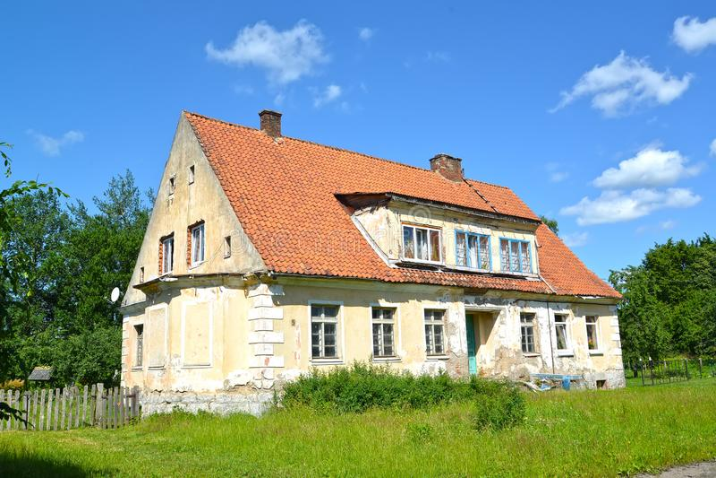 Casa anterior del pastor Acuerdo de Sosnovka, región de Kaliningrado foto de archivo libre de regalías
