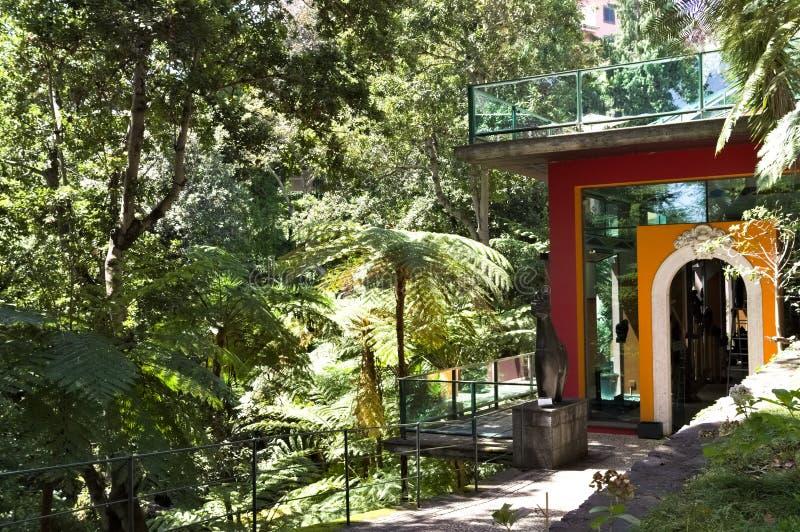 Casa arancione nel giardino tropicale di Madeira Funchal, Madeira, Portogallo fotografie stock