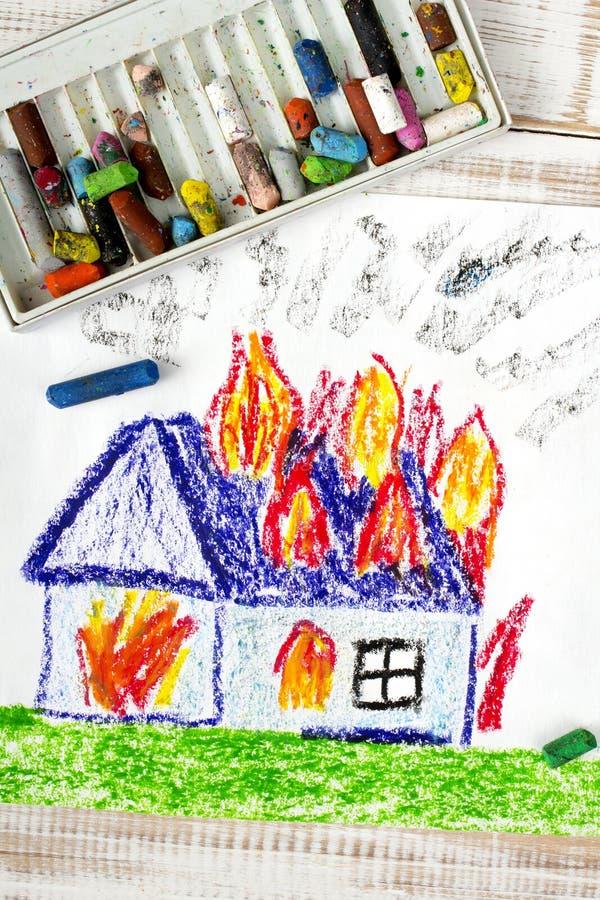 Casa ardiente foto de archivo libre de regalías