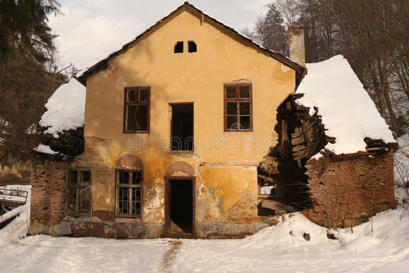 Download Casa Arruinada Del Período Que Se Deshace Foto de archivo - Imagen de vendimia, rumania: 42425054