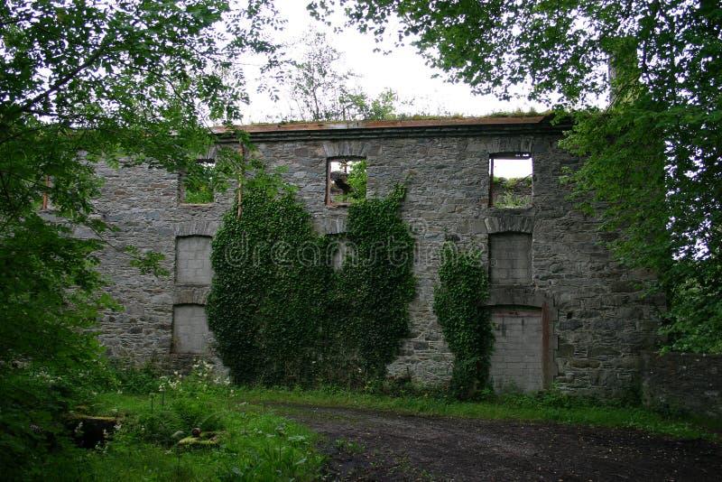 Download Casa arruinada velha imagem de stock. Imagem de pedra - 26501761