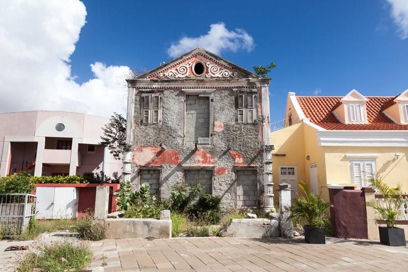 Casa arruinada vieja del distrito de Pietermaai foto de archivo