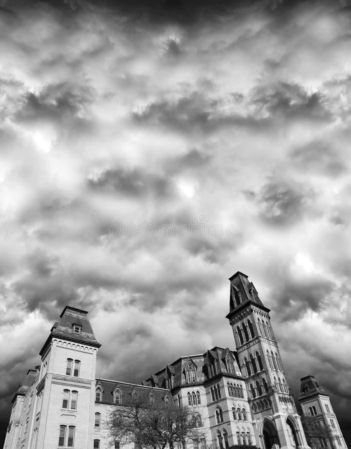 Casa assombrada, Halloween, estilo gótico do Victorian foto de stock royalty free