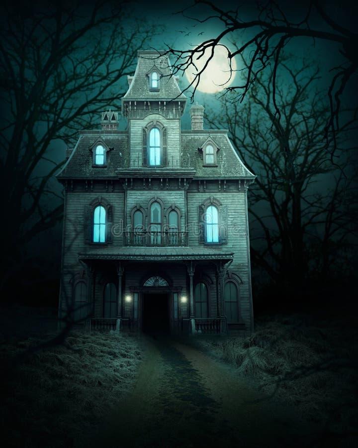 Casa assombrada na floresta fotos de stock