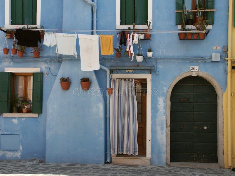Casa azul fotos de stock