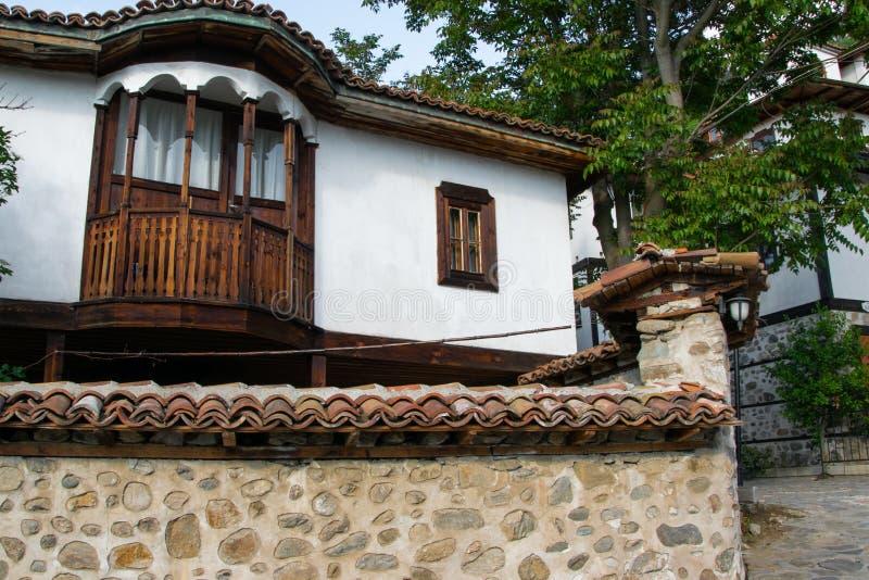 Casa búlgara tradicional histórica, estilo casero balcánico medieval de la arquitectura fotos de archivo libres de regalías