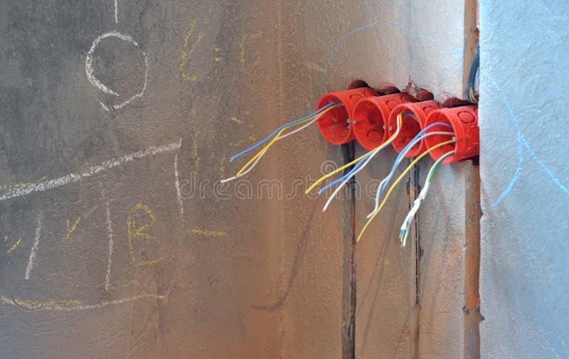 Casa bajo la construcción y reparación en casa. Electricidad. fotos de archivo libres de regalías