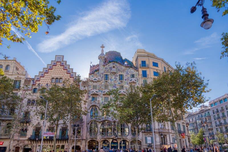 Casa Batlló är ett arbete av den berömda Catalan arkitekten Antonio Gaudi som lokaliseras i Barcelona, Spanien royaltyfri foto