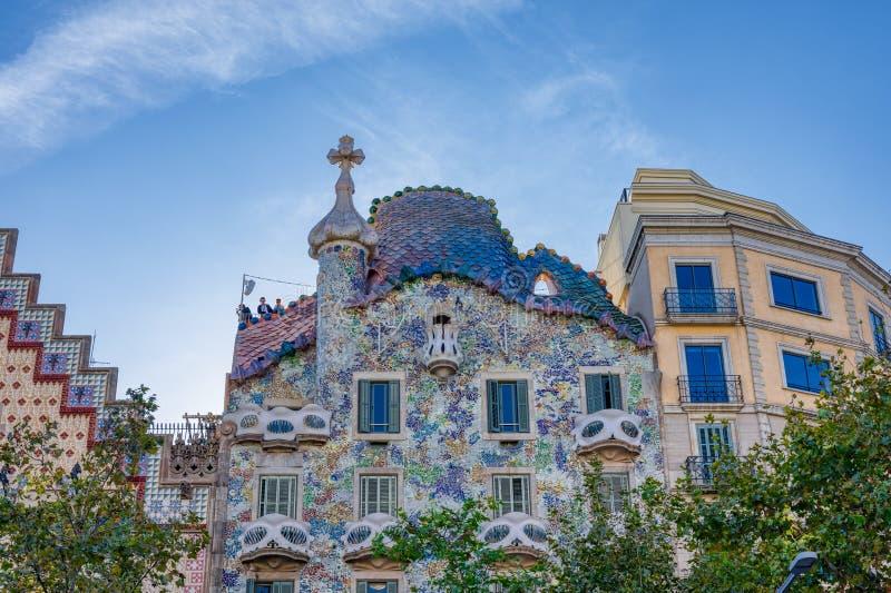 Casa Batlló är ett arbete av den berömda Catalan arkitekten Antonio Gaudi som lokaliseras i Barcelona, Spanien royaltyfri bild
