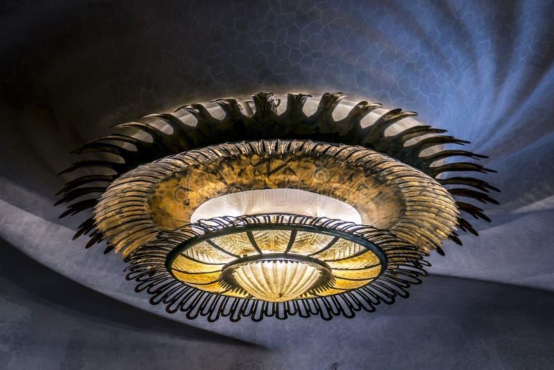 Casa Batllo de la lámpara en Barcelona imagenes de archivo