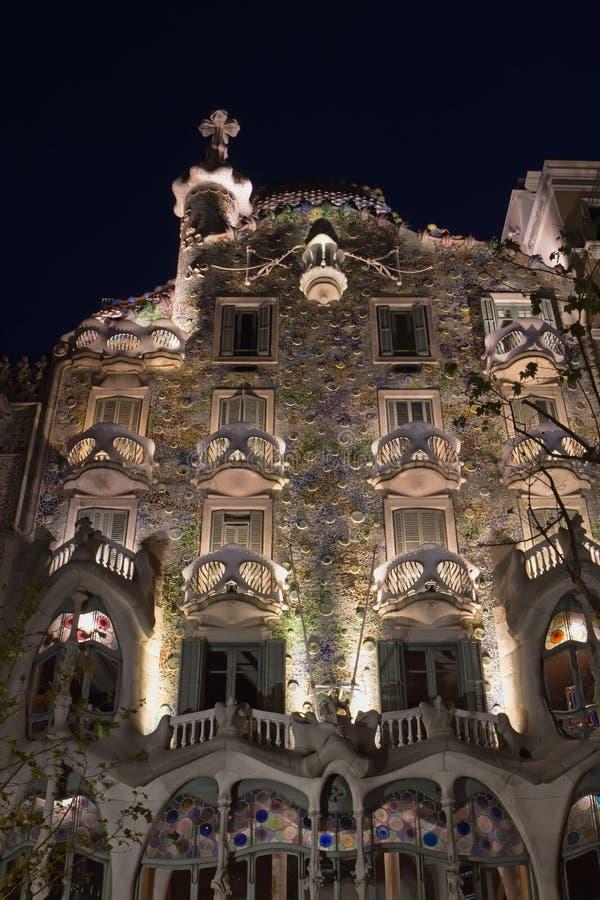 Casa Batllo en la noche foto de archivo