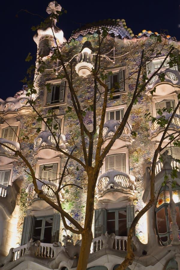 Casa Batllo en la noche imagenes de archivo