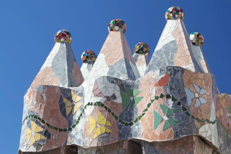 Casa Batllo en las chimeneas de Barcelona en el tejado fotos de archivo libres de regalías
