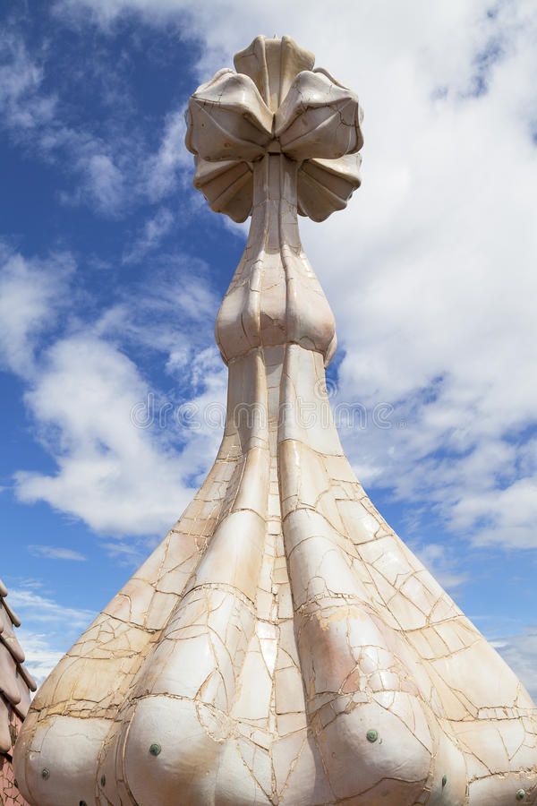 Casa Batllo, housetop, chaminés, mosaico cerâmico, Barcelona imagens de stock