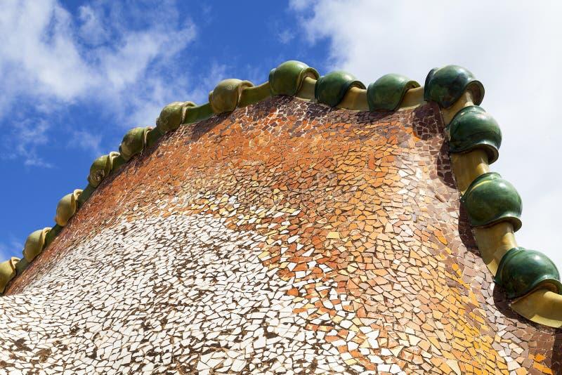 Casa Batllo, housetop, detalhes com mosaico cerâmico, Barcelona imagem de stock royalty free