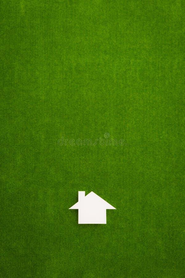 Casa bianca dell'icona sul fondo verde del velluto fotografia stock