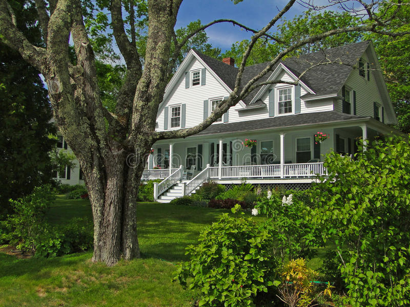 Casa bianca della Nuova Inghilterra immagini stock libere da diritti