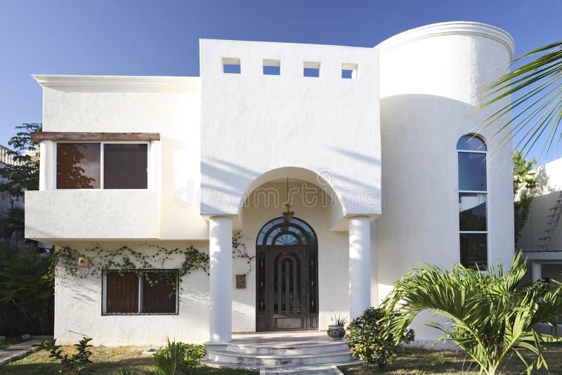Casa blanca. foto de archivo