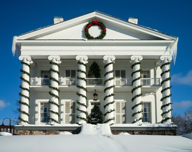 Casa blanca de la columna del estilo federal clásico fotografía de archivo libre de regalías