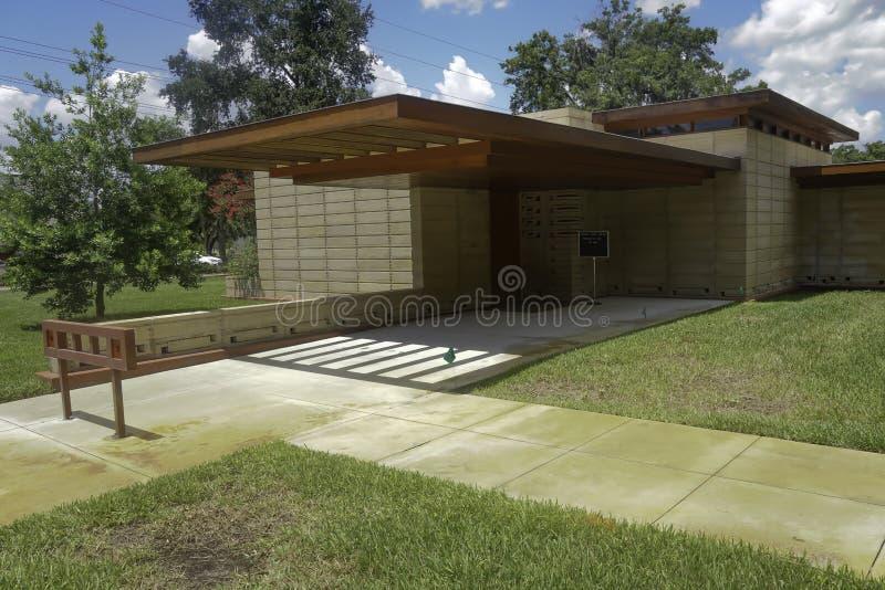 Casa bonita de Frank Lloyd Wright situada em Lakeland, Florida no terreno do sul de Florida fotografia de stock