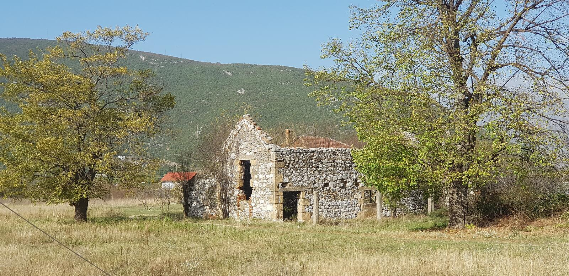 Casa bosniana velha da vila fotos de stock royalty free