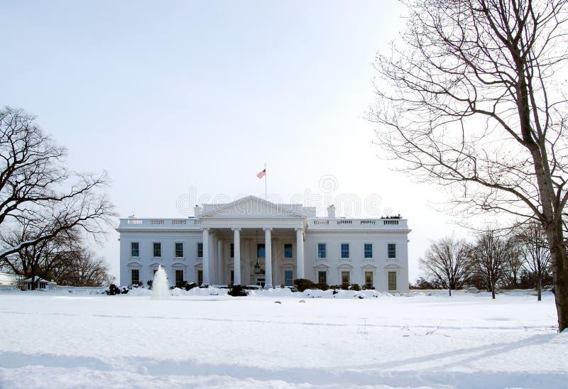 Casa branca no inverno fotos de stock royalty free