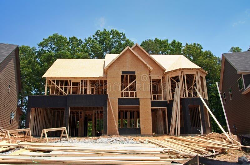 Casa brandnew ancora in costruzione fotografia stock