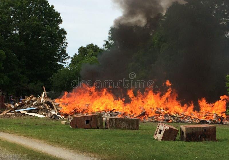 Casa Burning immagine stock
