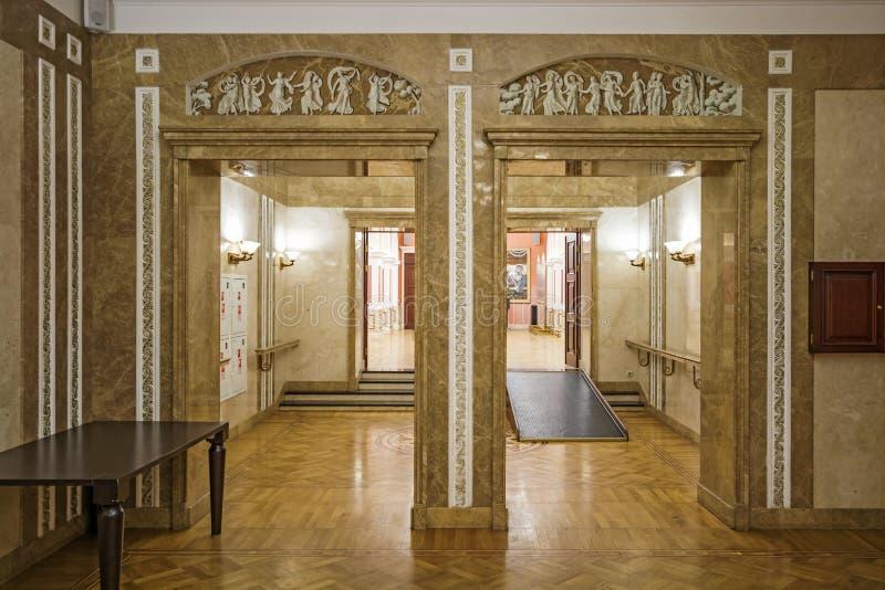 Casa central da cultura de trabalhadores da estrada de ferro Rússia, Moscou, quadrado de Komsomolskaya, 4 23 de novembro de 2017 imagem de stock